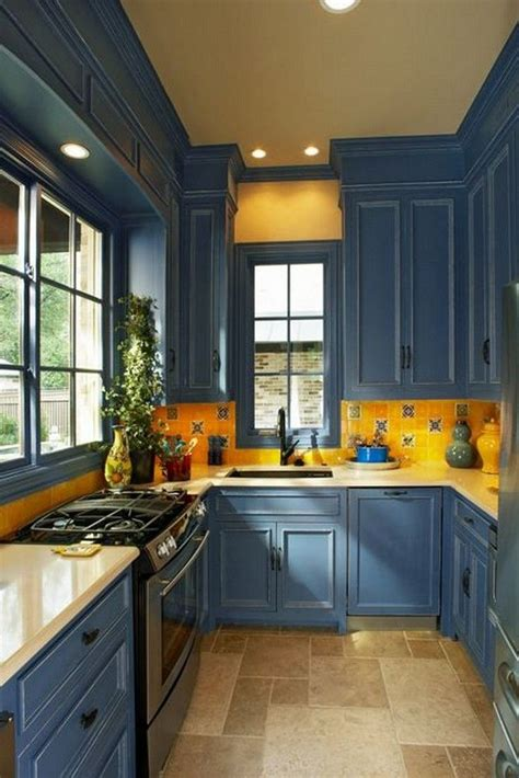 See the best designs for 2021 and discover your favorite! Beautiful Kitchens With Yellow Walls in 2020 | Yellow ...