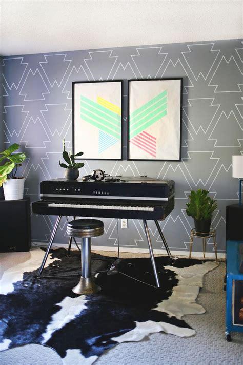 creative ideas  fill  blank wall   tiny budget
