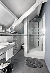 une salle de bain sous comble grise et blanche With salle de bain sous combles