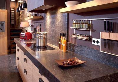 accessoires cuisine schmidt glissière en acier inoxydable avec étagères en bois et divers supports en inox porte