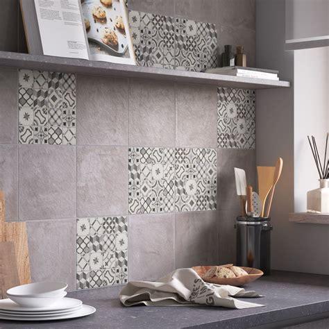 habillez les murs de la cuisine de carrelage carreaux de ciment gris leroy merlin