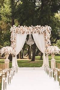 Tapis Blanc Mariage : tapis blanc c r monie mariage ocnte de f e arche de ~ Teatrodelosmanantiales.com Idées de Décoration