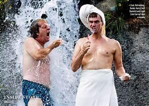 Jim carrey and jeff daniels get cleaned up for 39dumb for Jeff daniels bathroom scene