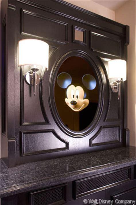 mousesaverscom mickey mouse penthouse   disneyland