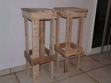 tabouret de bar fait maison tabouret de bar en bois de palette esprit r 233 cup meubles et rangements par emmaia