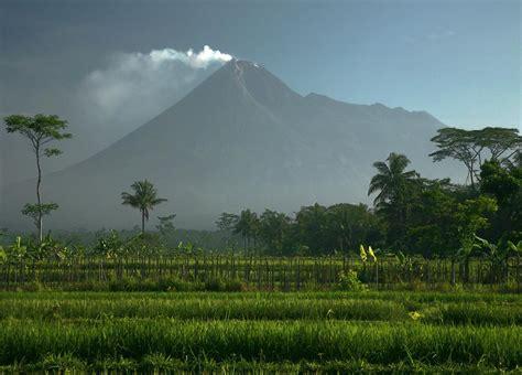 gunung berapi  spektakuler   asia katalog