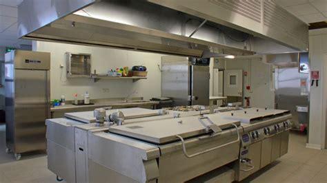 construction isotherme dans cuisine de collectivité