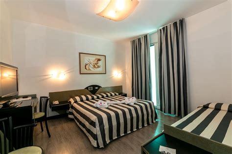 les huissiers peuvent ils entrer dans les chambres chambres triples à jesolo lido hotel europa