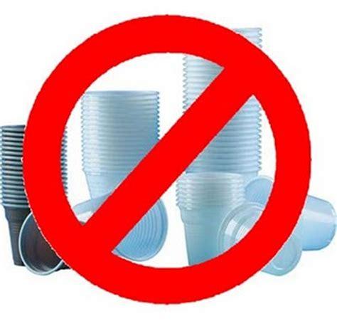 piatti e bicchieri di plastica basta con le stoviglie usa e getta se non sono di