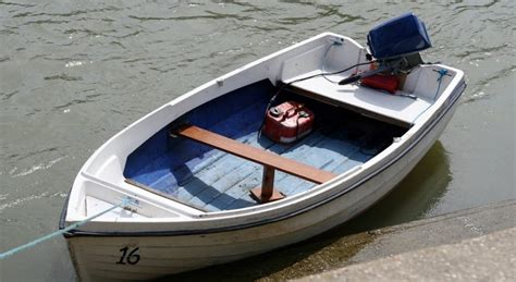 Small Boat Fuel Tanks by 5 Best Boat Fuel Tanks 2018 Portable For Small Boats