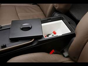 2013 Lincoln Mkt - Second Row Refrigerator - 1920x1440