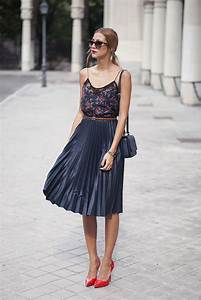 How To Wear Pleated Skirts In Summer 2018 | FashionGum.com