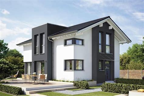 Modernes Satteldachhaus Mit Querhaus Und Putz Fassade