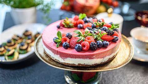 Baltā galdauta svētku torte bez cepšanas | Recipe | Torte ...