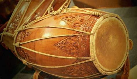 Itu dia beberapa alat musik tradisional dari berbagai daerah yang perlu anda tahu. Tari Jaipong : Gerakan, Pakaian, Musik dan Penjelasannya