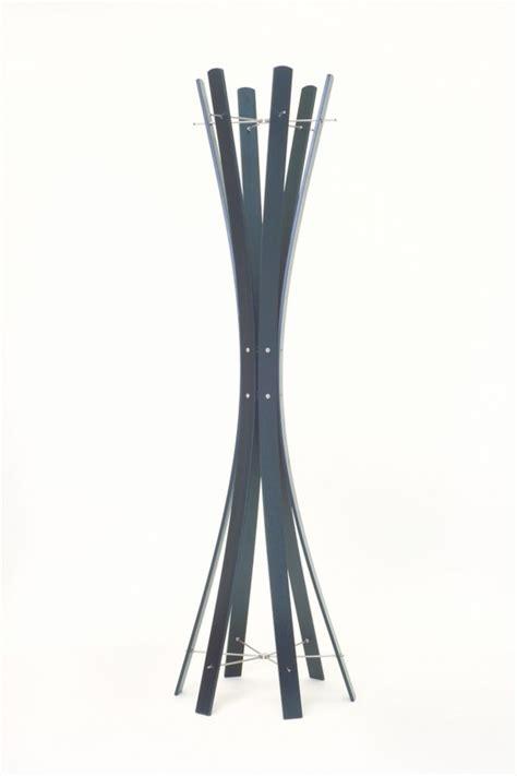 garderobenständer holz massiv garderobenst 228 nder aus holz massiv und edelstahl moderne garderobe mit hacken aus edelstahl 216 48 cm
