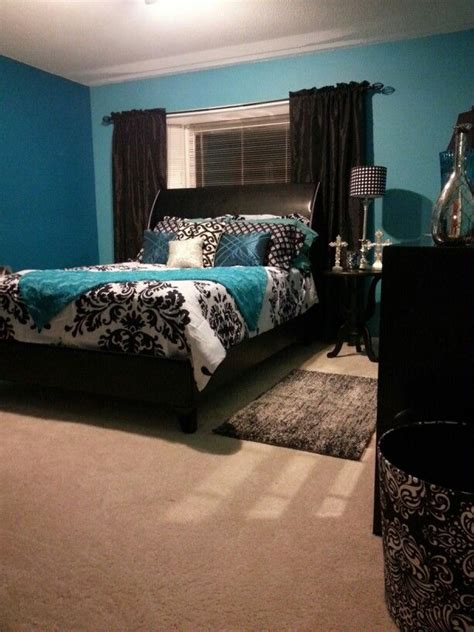The exciting thing is that the teal color in this bedroom steals attention. Pin by Susan Ratliff on My Style | Feminine bedroom decor ...