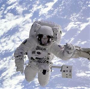 Astronaut In Space Floating - Pics about space