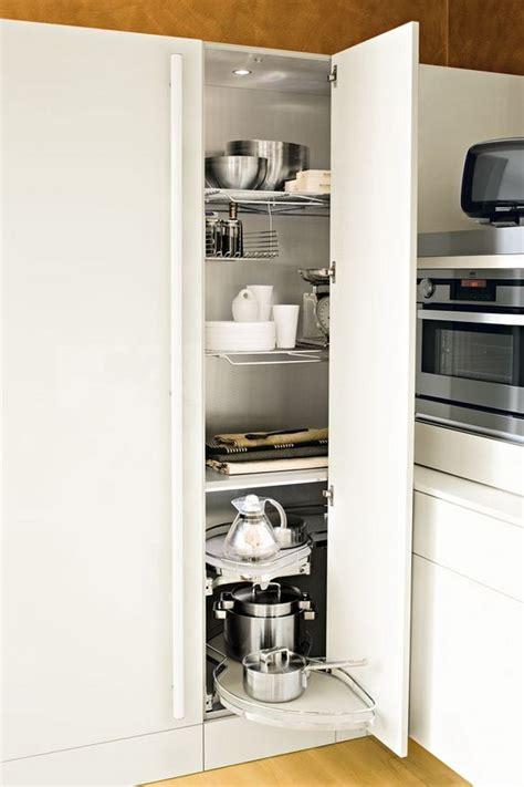 meuble colonne de cuisine meuble d 39 angle cuisine moderne et rangements rotatifs en