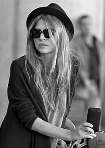le chapeau feutre pour un look moderne With robe de cocktail combiné avec chapeau feutre gris femme
