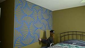 Wandgestaltung Mit Klebeband : purer wahnsinn m dchen gestaltet wand in aufw ndigem geometrie muster ~ Markanthonyermac.com Haus und Dekorationen
