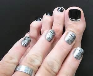 Men and nail polish summer of