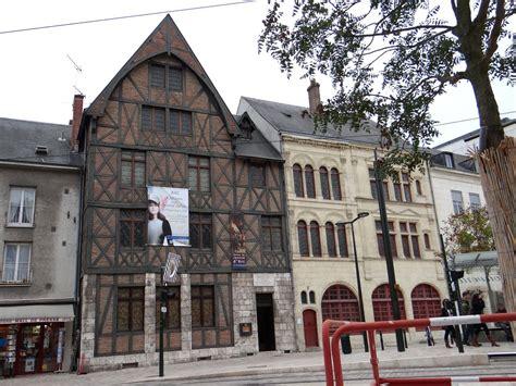 дом музей жанны д арк на площади генерала де голля