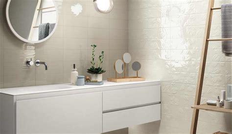glass walls bathroom il rivestimento bagno opaco e lucido wave