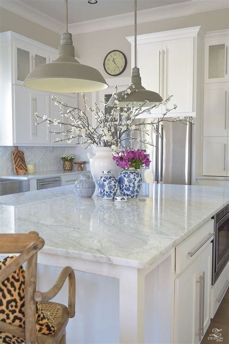 decorating ideas for kitchen islands best 25 kitchen island decor ideas on kitchen 8577