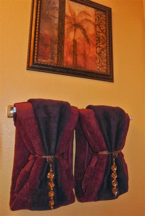 bathroom towel hanging ideas bathroom towel decorating ideas inspired2ttransform
