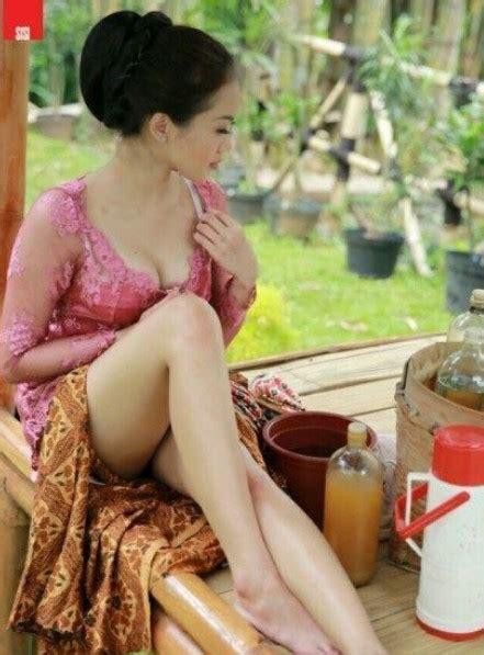 Foto Telanjang Buka Baju Jadi Penjual Jamu Seksi Cewek