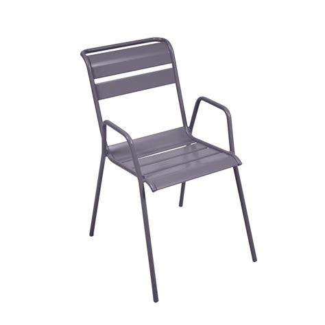 chaise prune chaise empilable fermob monceau acier prune plantes et