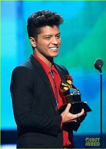Bruno Mars Thanks Girlfriend Jessica Caban at Grammys 2014 ...