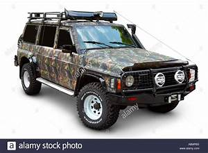 Nissan Patrol 4x4 : camouflaged and tuned nissan patrol 1997 4x4 stock photo royalty free image 11610663 alamy ~ Gottalentnigeria.com Avis de Voitures