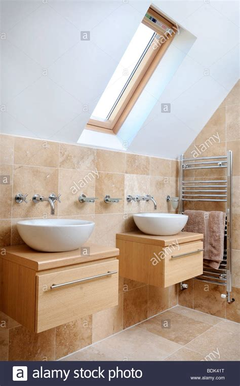 Dach Badezimmer Modern by A Modern Bathroom With Sinks And Velux Roof Window