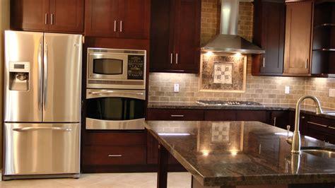 kitchen cabinets espresso finish shaker style cabinets in a espresso finish granite 6042