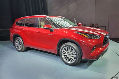 toyotas  highlander approaches  pinnacle  suv