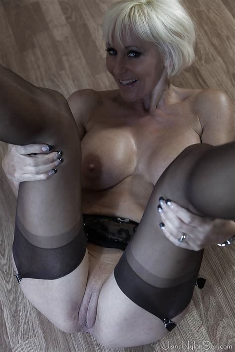 Tall Blonde Lady Jan Burton Undresses To Spread Shaved