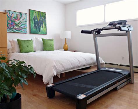 closet    hiding  treadmill dans le lakehouse
