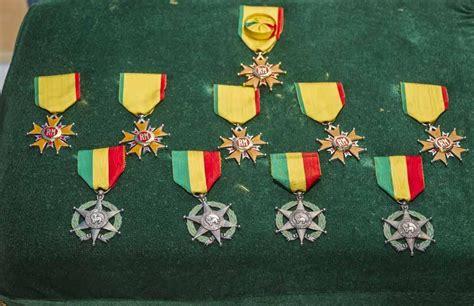 mali remise de d 233 corations maliennes aux militaires fran 231 ais