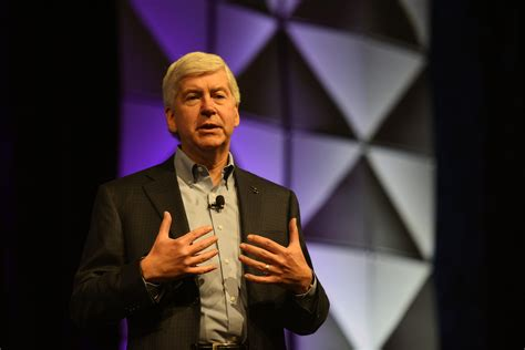 Gov. Snyder Ends Flint Water Bottles