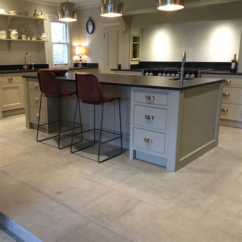 limestone tiles kitchen limestone is proving more and more popular for a 3806