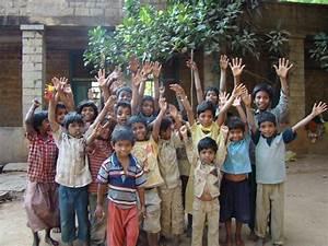 Residents light up lives of slum children | SBS Your Language