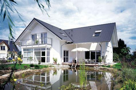 Skandinavische Häuser Bungalow by Gussek Haus Einfamilienhaus Tessin Gussek Haus