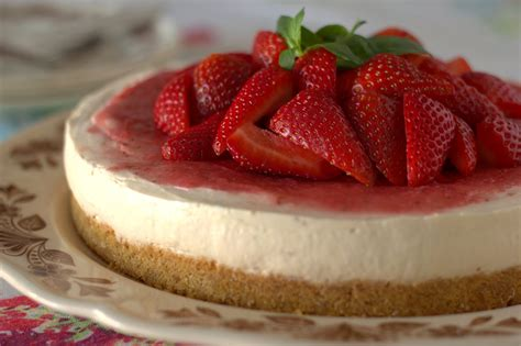 strawberry cheesecake cake the lettuce shop no bake strawberry cheesecake
