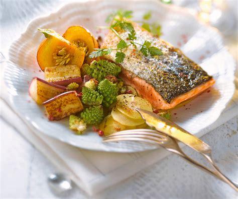 cuisiner un pavé de saumon pavé de saumon et sa julienne de légumes