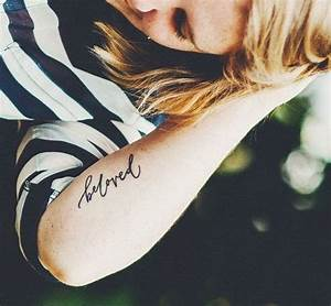 Tattoo Unterarm Schrift : tattoo schriften kalligraphische schrift am unterarm ~ Frokenaadalensverden.com Haus und Dekorationen