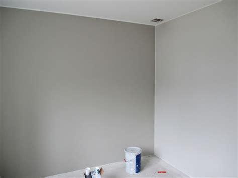 """maalit """"Alakerran makuuhuone, takaseinän väri on"""