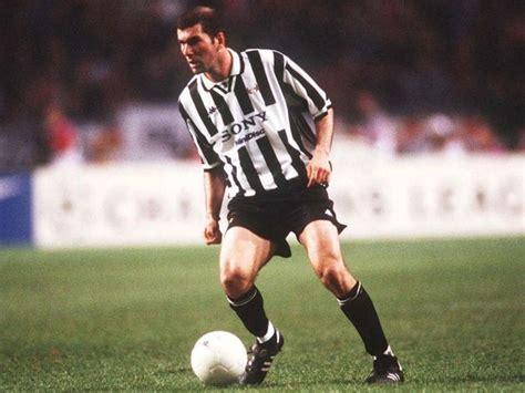 Zinedine zidane best soccer, football player in the world. Zinedine Zidane: Football's Ultimate Enigma   by Mohamed   Medium