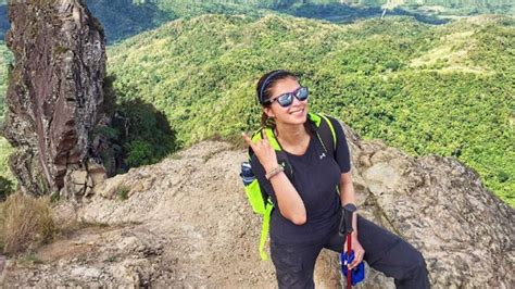 angel locsin climbs  mountains   weeks